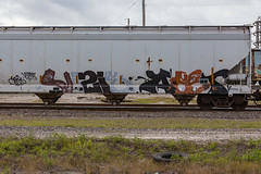 (o texano) Tags: bench graffiti texas houston trains dts d30 mayhem freights vizie a2m aest benching defthreats