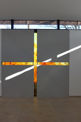 Glas in Beton (Hofglasmalerei Gustav van Treeck) Tags: glasmalerei fusing kunstambau glaskunst glasinbeton glaskreuz gustavvantreeck hofglasmalerei betonundglas