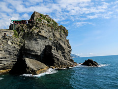 Cafe on a Rock (votsek) Tags: italy mediterranean liguria it vernazza 2013