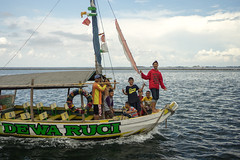 Kids having fun (petersaputra) Tags: fun boat laugh kapal dewaruci