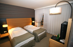 Good Night! :-) (roomman) Tags: city winter lamp comfortable hotel design nice bed rooms bright beds good room great style poland polska service lamps torun 2016 weeekend bulwar