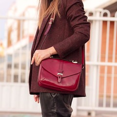 Ya tenis en el blog un nuevo look Sporty chic perfecto para esta tarde de viernes, con detalles en color marsala y unas deportivas  ideales Today on the blog, a new sporty chic outfit with marsala details and a lovely pair of sneakers. Yo (WOWS_) Tags: beauty fashion moda belleza streetstyle