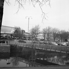 Bridge (rotabaga) Tags: blackandwhite bw 120 6x6 mediumformat göteborg diy lomo sweden gothenburg sverige tmax400 lubitel166 svartvitt mellanformat bwfp