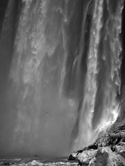 La cascada (Memo Vasquez) Tags: bw fall mxico la cascada lacascada tamul sanluispotos huastecapotosina bwlandscape memovasquez