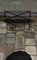 bajo agua de nubes (gsusce) Tags: street city paris rain umbrella calle lluvia pluie surreal ciudad sidewalk abstraction asphalt rue abstracto asfalto paraguas ville rivoli trottoir pars parapluie acera surrealismo abstraccin baranda gsusce