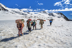Crossing Hispar La, Biafo Hispar Snow Lake Trek, Central Karakoram National Park, Gilgit-Baltistan, Pakistan (Feng Wei Photography) Tags: travel pakistan snow expedition horizontal trek landscape outdoors asia hike adventure karakoram snowlake pk porter mountainpass colorimage hispar indiansubcontinent hisparla snowlaketrek hisparpass gilgitbaltistan remoteposition centralkarakoramnationalpark