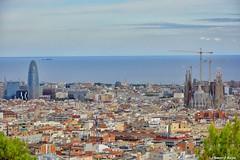 Simbolos. (Howard P. Kepa) Tags: barcelona ciudad sagradafamilia torreagbar catalua parqueguell