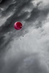 In the sky (Castorian) Tags: red sky clouds balloon himmel ballong rd fotosondag iskyn fs160424