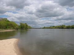IMG_9511 (NICOB-) Tags: soleil eau sable arbres cher pont nuages bourgogne loire plage reflets printemps fleuve le nivre cosnesurloire pontdupo