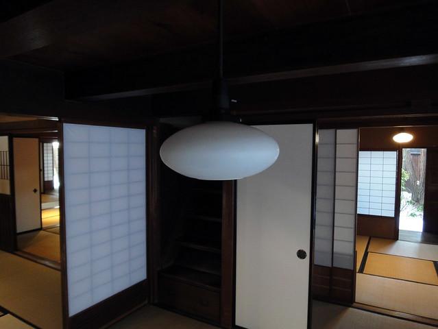 モダンなライトですが、吉島家住宅の和の雰囲気を壊すことなく。|吉島家住宅