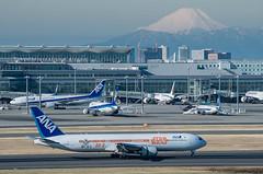 STAR WARS and Mt. Fuji at Haneda Airport (703) Tags: japan airplane tokyo ana starwars airport mountfuji  fujisan  otaku  mtfuji haneda hanedaairport    allnipponairways  da50200mm  pentaxk5 da18135mm