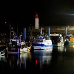Le port de la Cotinire (17) (Jeanne Valois 64) Tags: port bateau nuit phare tre iledolron lacotinire cteatlantique