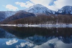reflection (peaceful-jp-scenery (busy)) Tags: winter alps japan landscape sony cybershot 日本 matsumoto 冬 kamikochi 松本 長野 carlzeiss 上高地 yakedake 大正池 焼岳 穂高連峰 laketaisyoike dscrx100 28100mmf1849