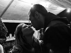 DSC_0834 (La Marquise de Jade) Tags: people woman man love monochrome gris kiss couple noir noiretblanc femme amour blanc personne homme gens baiser relation bisous