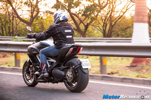 2016-Ducati-Diavel-02