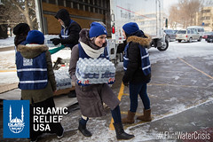Racial justice and civil rights activist, Linda Sarsour, came to volunteer with Islamic Relief USA to distribute water in Flint
