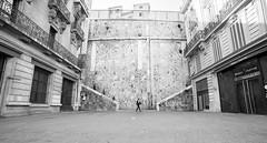 Marseille - Man Vs Town (Synopsis --- Ynosang) Tags: bw monochrome mono blackwhite marseille sony nb uga alpha a7 massilia 14mm synopsis samyang ynosang