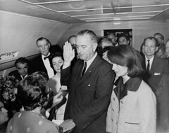 LBJ is sworn in as President aboard Air Force One, two hours after the assassination of John F. Kennedy, 22 November 1963. [3000x2374] #HistoryPorn #history #retro http://ift.tt/1qAzz5b (Histolines) Tags: november two history john one 22 is force air president retro f timeline after hours kennedy 1963 assassination lbj aboard sworn vinatage historyporn histolines 3000x2374 httpifttt1qazz5b