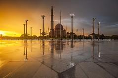 Putra Mosque, Putrajaya (Landscape Junkie) Tags: sunset reflections mosque malaysia putrajaya goldenhour sigma1020mm putramosque masjidputra leefilters nikond90 leecpl lee09s landscapejunkie muhamadfaisalibrahim