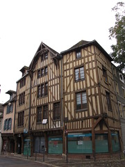 IMG_9136 (NICOB-) Tags: troyes ruelle monuments maison rue centreville aube colombages