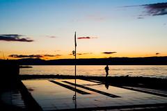 Effort crpusculaire. (schatanay) Tags: france canon lac evian paysage lman fr eos350d contrejour efs1855mm3556ii vianlesbains auvergnerhnealpes
