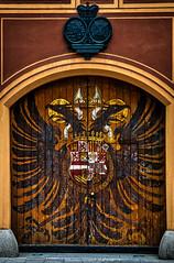 Adlertor an den Fuggerhusern, Augsburg -- Eingang der Frst Fugger Privatbank (Polybert49) Tags: germany bayern deutschland bavaria alemania rathaus tyskland allemagne hdr gemany germania augsburg fuggerei duitsland lech schwaben bundesrepublikdeutschland wertach almanya niemcy lechfeld augustavindelicorum federalrepublicofgermany  rathausaugsburg eliasholl viaclaudia nikond300 kaiseraugustus alemanne eliashollplatz adlertor hansholl singold lechviertel baviere nemecko  republiquefederaledallemagne germanujo heribertpohl jakobfuggerderreiche contrastoptimized  aurorahdr aurorasoftware augustavindelicum freienreichsstadtaugsburg frstfuggerprivatbank jakobfuggerderltere deaciza