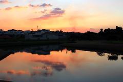 Reflexo do anoitecer - Sunset (Rodrigo Rabelo) Tags: sunset pordosol sunlight lake sol landscape lago reflex cu prdosol anoitecer entardecer paisagemlago