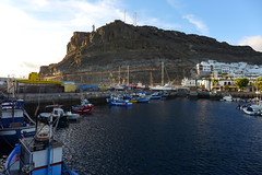 Gran Canaria (denismartin) Tags: sunset españa sun grancanaria port puerto boat spain harbour canarias canaries sunsetlight mogan canaryisland puertodemogan macaronesia denismartin