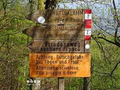 Sdtirol - South Tyrol (Italy) - Alto Adige - Italia > Wegweiser und Hinweisschild (warata) Tags: italien italy alps italia schild alpen sdtirol altoadige southtirol dolomiten wegweiser 2016 warnschild infotafel hinweistafel