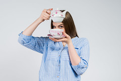 "Tea for one: Teekanne mit Tasse ""Rosen"" (Geschenkidee.de) Tags: portrait canada berlin girl germany studio deutschland pretty winnipeg manitoba blond commercial products whitebackdrop mothersday 2016 geschenkidee cristophersantos cristophersantoscom emmarunzel"