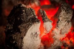 Rescoldo de madera... (Lisa Claros) Tags: cold fire spain fuego frio chimenea rescoldo