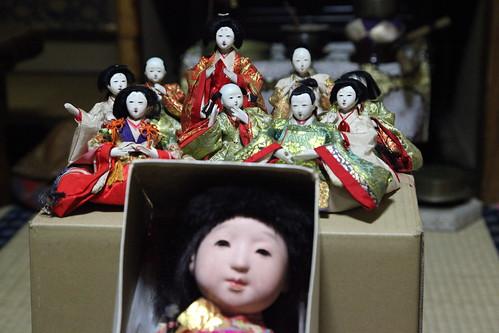 ひな人形と市松人形