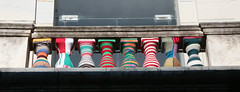 Froid, moi, jamais (Pi-F) Tags: pull tricot 100v10f balcon couleur balustrade colonne colonade laine