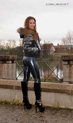 v20151128LatexWERicciIWM0008 (IchWillMehrPortale) Tags: sexy fetish skinny shiny main rubber ricci latex gummi würzburg catsuit leggings glänzend fantasticrubber ichwillmehr lateximschloss