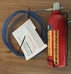 Mijn verjaardscadeautje, Firetec brandblus systeem voor in de motorruimte van de Transporter (Wouter Duijndam) Tags: volkswagen brand transporter t1 microbus blus systeem spijlbus motorruimte firetec blussysteem ar7349