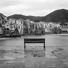 Double test a very intresting rollei ortho 25 and a ND cokin filters, finally test the new scanner epson perfection V800 photo... Great ... #Hasselblad #hasselblad500cm #rodinal #rolleiortho25 #rollei #cokin # #sicilia #sicily #analo (Gianfranco Spatola) Tags: square squareformat rolleiortho25 iphoneography film:brand=rollei film:iso=25 film:name=rolleiortho25 instagramapp uploaded:by=instagram filmdev:recipe=10627