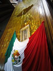 """Mexico City: Notre-Dame de Guadalupe dans la Nouvelle Basilique <a style=""""margin-left:10px; font-size:0.8em;"""" href=""""http://www.flickr.com/photos/127723101@N04/25058544119/"""" target=""""_blank"""">@flickr</a>"""