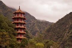 Gorges de Taroko - temple de Hsiangte 2 - Explore (luco*) Tags: park mountains clouds de temple taiwan explore national nuages gorges taroko parc montagnes pagode tienhsiang hsiangte flickraward flickraward5 tawan