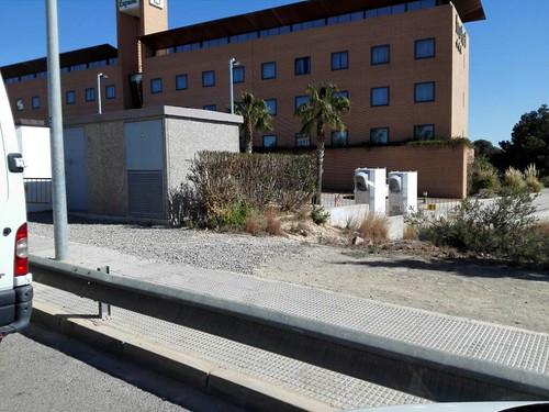 "Supercargador de Tesla Motors en Paterna-Valencia (3) <a style=""margin-left:10px; font-size:0.8em;"" href=""http://www.flickr.com/photos/128385163@N04/25389092652/"" target=""_blank"">@flickr</a>"