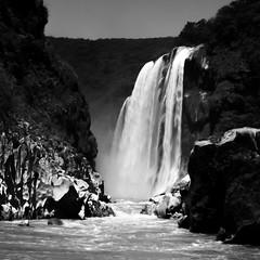 Tamul (Memo Vasquez) Tags: fall mxico cascada tamul sanluispotos bwlandscape memovasquez paisajeenblancoynegro rosantamara