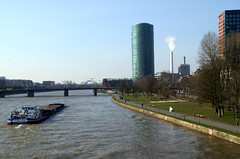 Frankfurt, Westhafen-Tower (Geripptes) (HEN-Magonza) Tags: frankfurt main westhafentower gutleutviertel geripptes