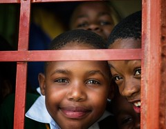 Sud africa - South africa (riccardo_hoenner) Tags: school windows portrait southafrica bambini finestra bimbo ritratto scuola ragazzo bimbi ragazzi bambino sudafrica