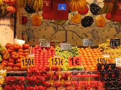 Market (elianek) Tags: barcelona red frutas fruits vegetables spain espanha colours market bcn mercado catalunya lasramblas ramblas laboqueria vegetais