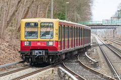 Old Bahn (Henrys Railway Gallery) Tags: train metro db deutschebahn sbahn s8 passengertrain grnau hohenneuendorf oldmetrotrain