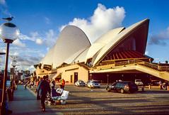 Sydney Opera House 1998 (Mister Electron) Tags: city slr 35mm opera arch sydney culture australia slidefilm 35mmfilm nsw transparency newsouthwales 1998 analogue aussie slides downunder sydneyoperahouse diapositive nikonf70 southernhemisphere konicachrome antipodean plustek konicachromer100 plustek8200ai