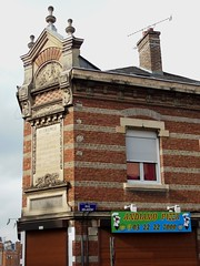 Pizzeria dans ex marbrerie funraire (xavnco2) Tags: sculpture house france brick sign french mason commercial pizzeria werbung maison amiens publicit picardie enseigne monumental briques funraire fronton somme marbrier advertisinn