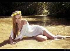 Alba - 4/8 (Pogdorica) Tags: flores sexy blanco rio chica retrato modelo corona sesion vestido alberche posado