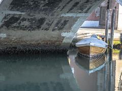 ombra (conteluigi66) Tags: rio calle barca ponte via venezia calma burano canale viuzza riflesso corda calmo bricola coperta legata luigiconte