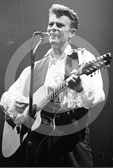 David Bowie - Estadi Olmpic de Montjuc, Barcelona, 1990 (Peter CS65 (Barcelona 1990-2000)) Tags: barcelona david bowie concert tour guitar stadium live vision estadio sound acoustic string olympic olympico 1990 montjuic twelve olimpic estadi
