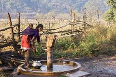 Maikal hills - Chhattisgarh - India (wietsej) Tags: woman india child mother hills chhattisgarh minoltadynax7 tamronspaf1750mmf28xrdiiildaspif maikal